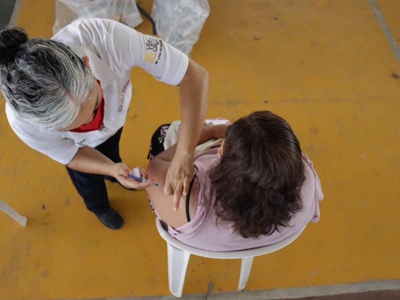 Avanza vacunación en Macrocentro Naranjos