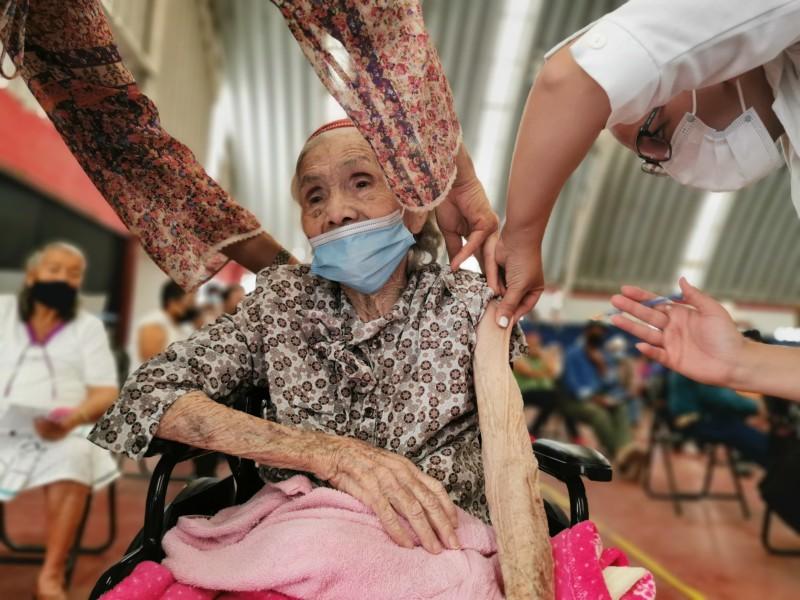 Avanza vacunación para adultos mayores en Los Mochis