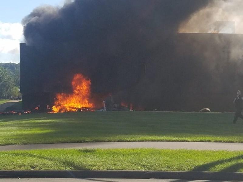 Avión impacta edificio en Connecticut