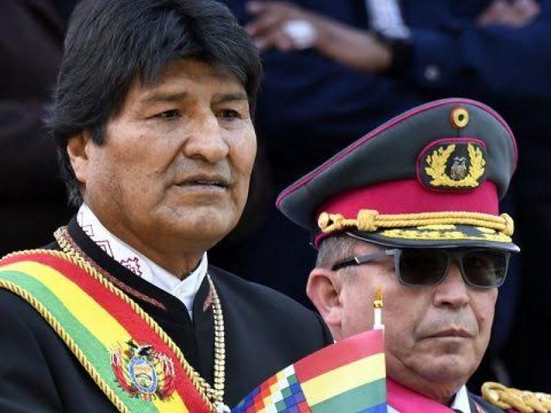 Avión militar mexicano va por Evo Morales