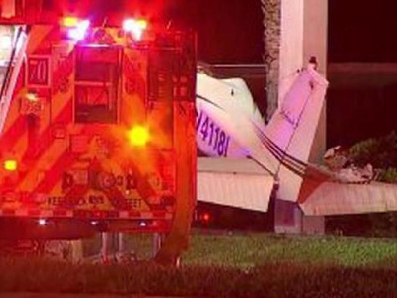 Avioneta aterriza de emergencia en una avenida de Florida