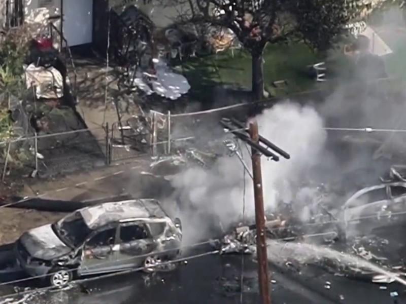Avioneta se desploma en pleno vecindario de Los Ángeles