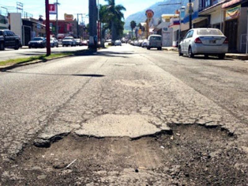 Ayto. de Tepic remunera daños a vehículos por baches