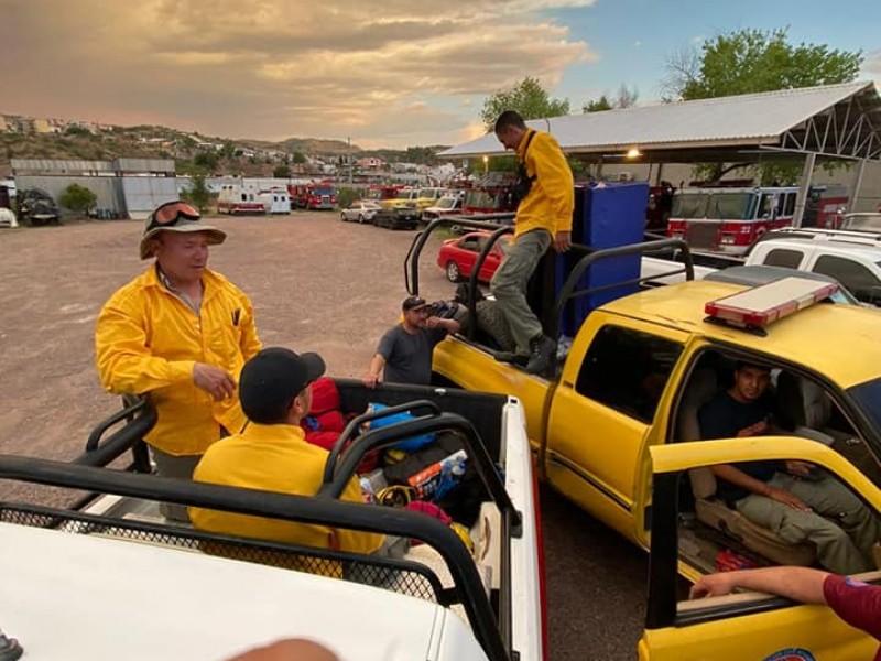 Ayudan bomberos de Nogales a sofocar incendio forestal en Ímuris