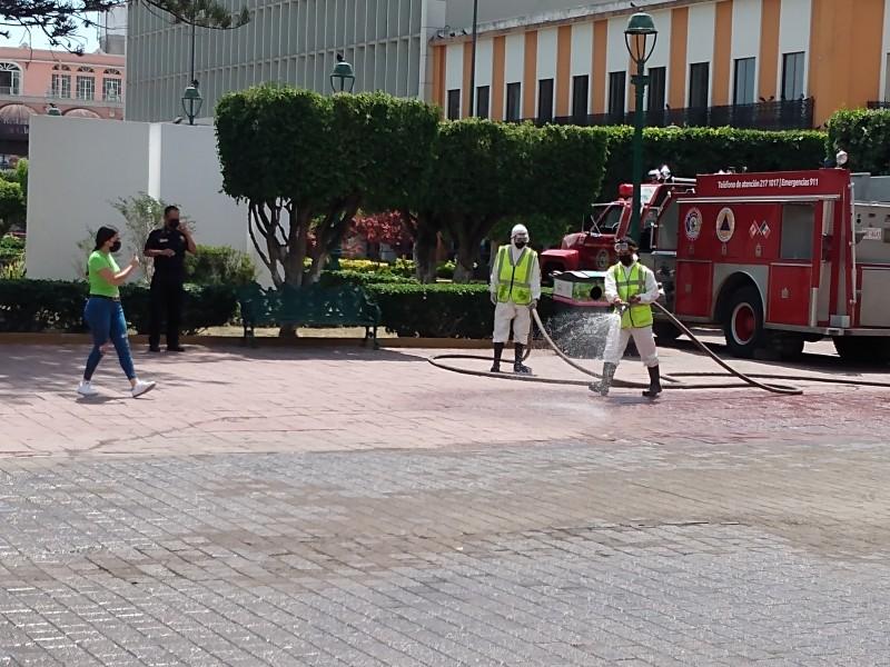 Ayuntamiento de Tepic realiza desinfección de la Plaza Principal