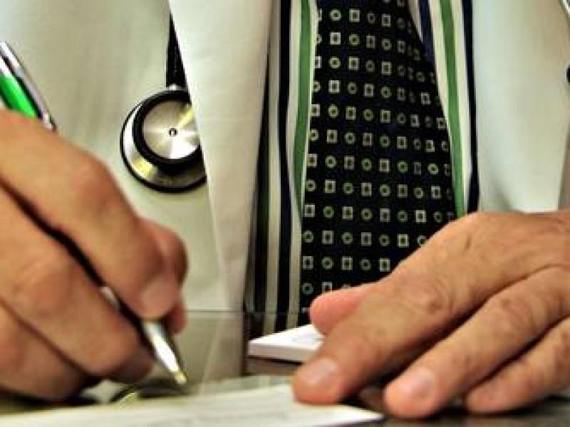 Baja 40% atención médica pública y aumenta la privada