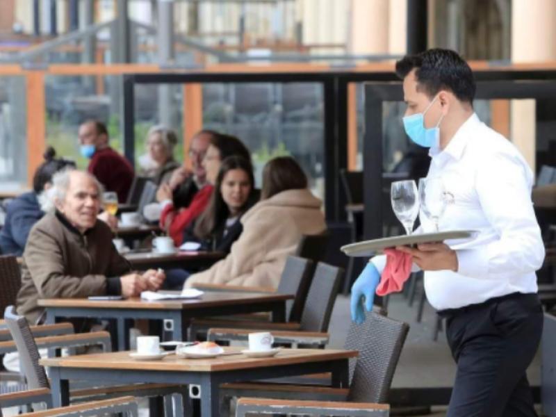 Baja afluencia de migrantes, golpea economía de restauranteros locales