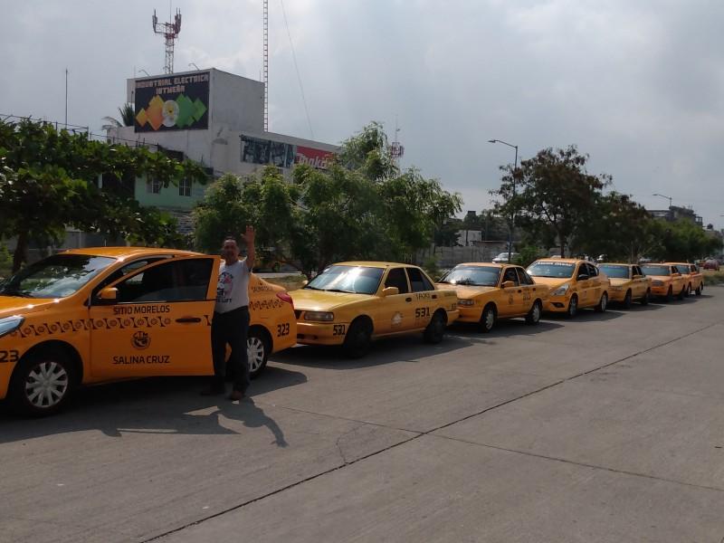 Baja afluencia de personas afecta a taxistas, no alcanzan cuotas