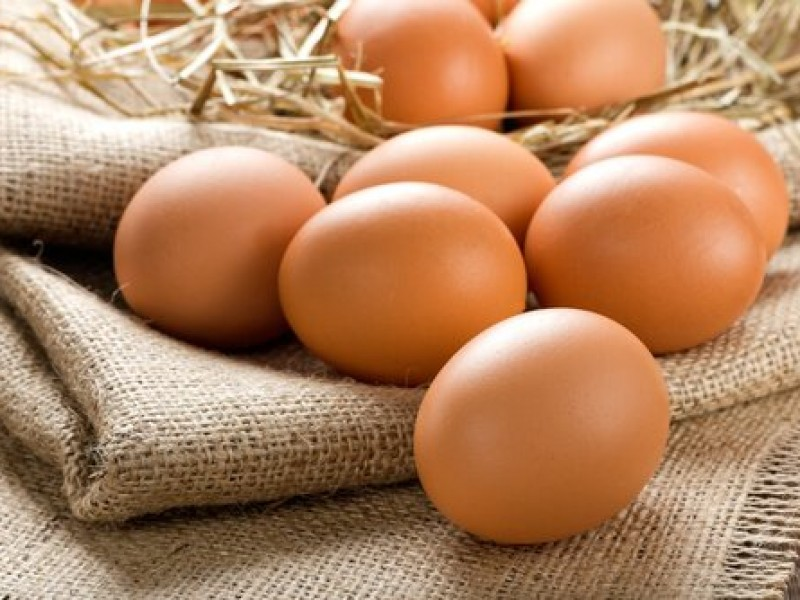 Baja el precio del huevo