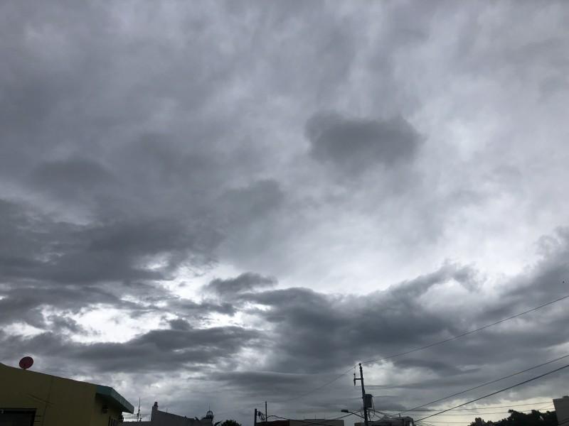 Baja presión provoca lluvias en el municipio