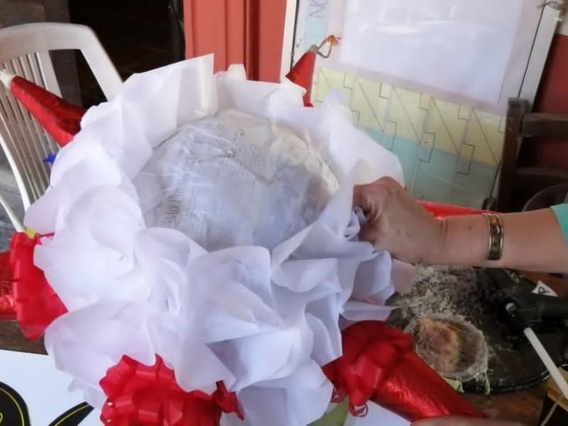Bajan las ventas a productores de piñatas
