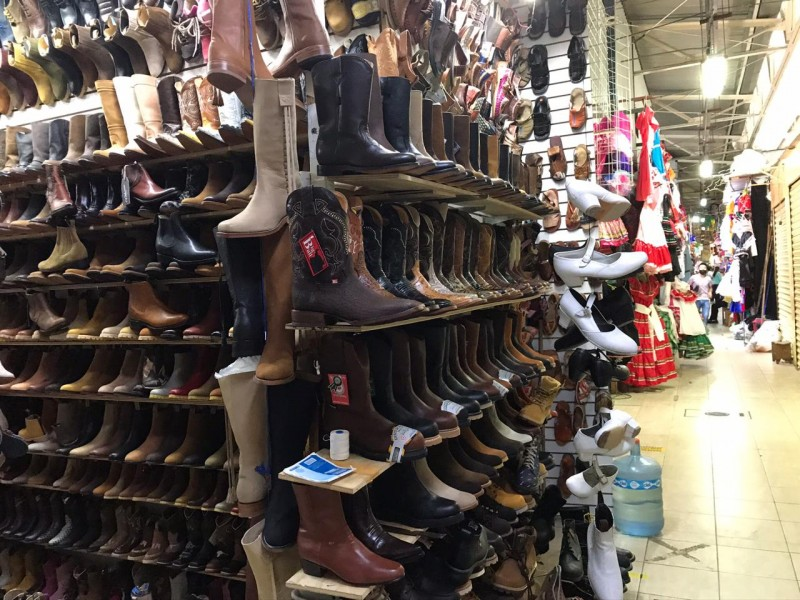 Bajan ventas de huaraches y botas