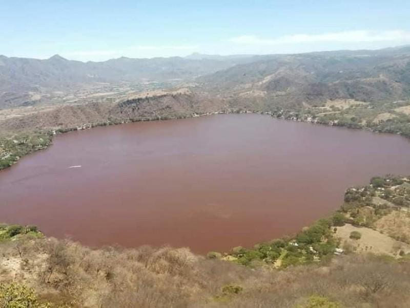 Bajas temperaturas provocaron el cambio de coloración de la laguna