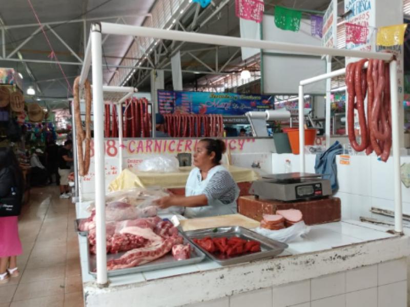 Bajas ventas reportan mercados por ambulantaje