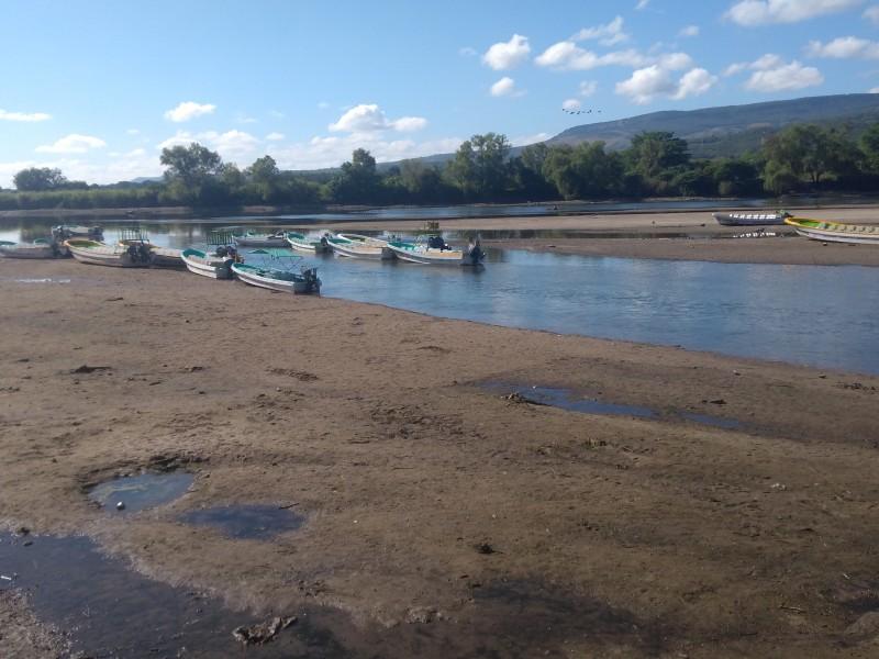Bajo nivel del río Grijalva afecta a lancheros
