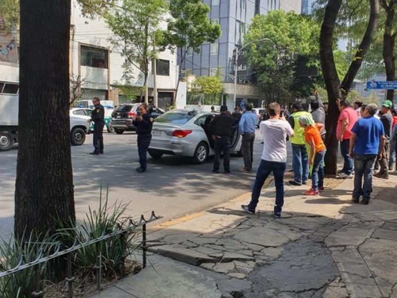 Balacera en Paseo de la Reforma; policías frustran asalto
