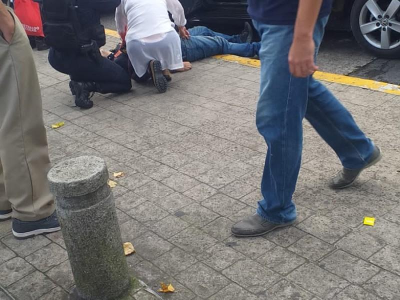 Balean a un hombre en el centro de Xalapa