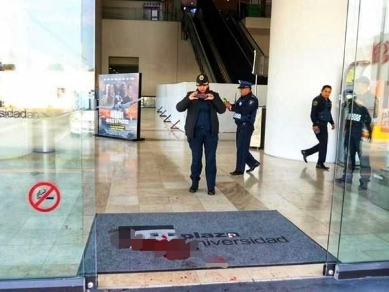 Asesinan a un hombre en Plaza Universidad