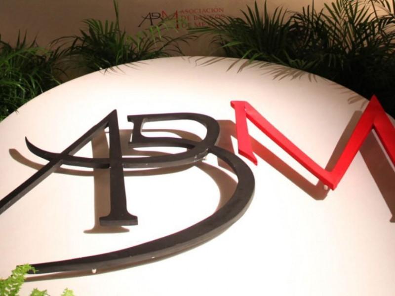 Banca aplaude decisión de mantener calificadoras