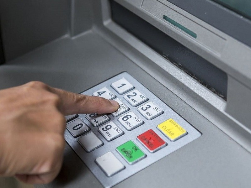 Bancos deberán reembolsar cargos o retiros no reconocidos
