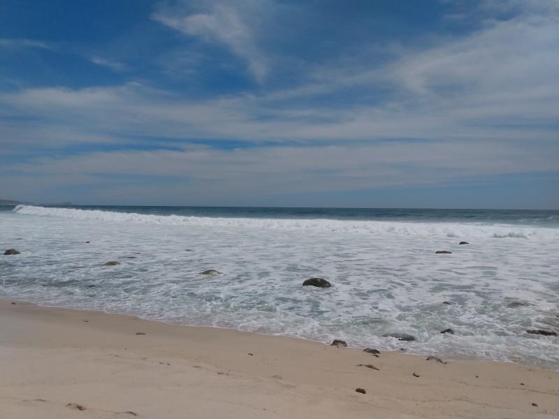 Banderas rojas por alto oleaje en playas cabeñas