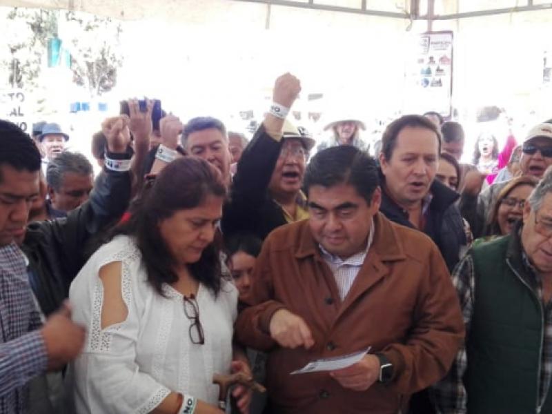 Barbosa, acude a votar a la Consulta Ciudadana