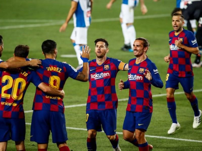 Barcelona gana y desciende al Espanyol