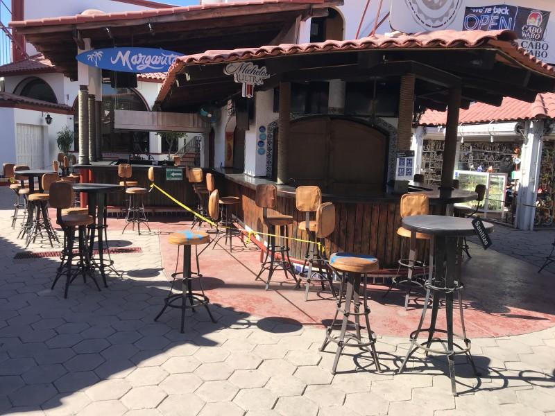 Bares continúan sin autorización para poder operar