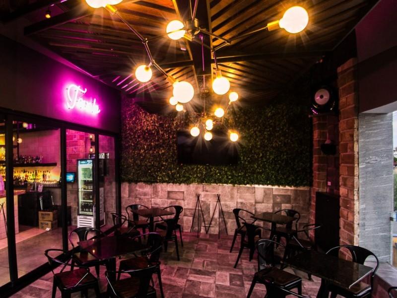 Bares y centros nocturnos podrían reabrir como restaurante-bar