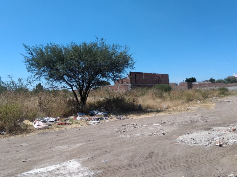 Basura, escombro e inseguridad en Villas de San Juan
