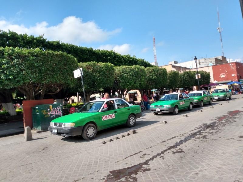 Batallan taxistas de Comonfort por la afectación económica