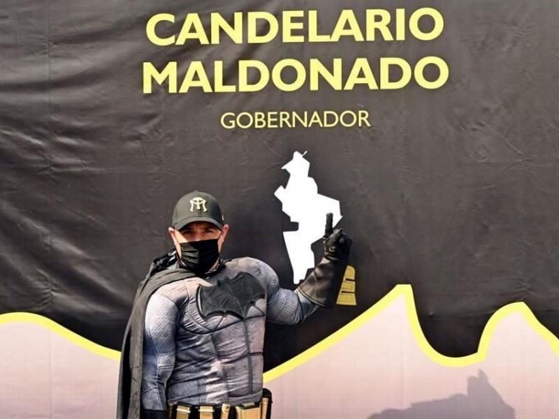 """""""Batman Regio"""" inicia colecta de firmas para candidatura independiente"""