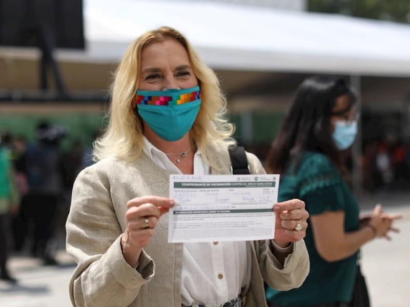 Beatriz Gutiérrez Müller es vacunada contra COVID-19