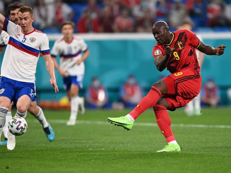 Bélgica vence a Rusia 3-0. Lukaku anotó dos