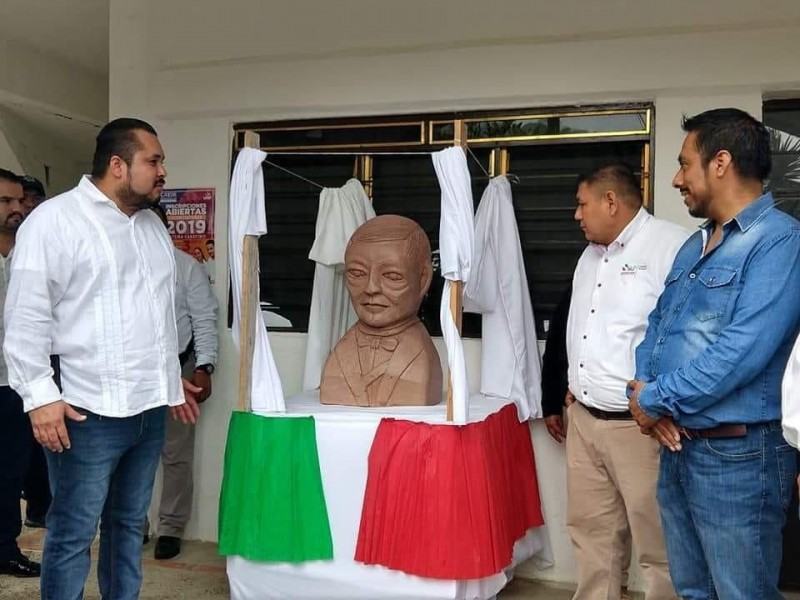 ¿Benito Juárez o E.T.?