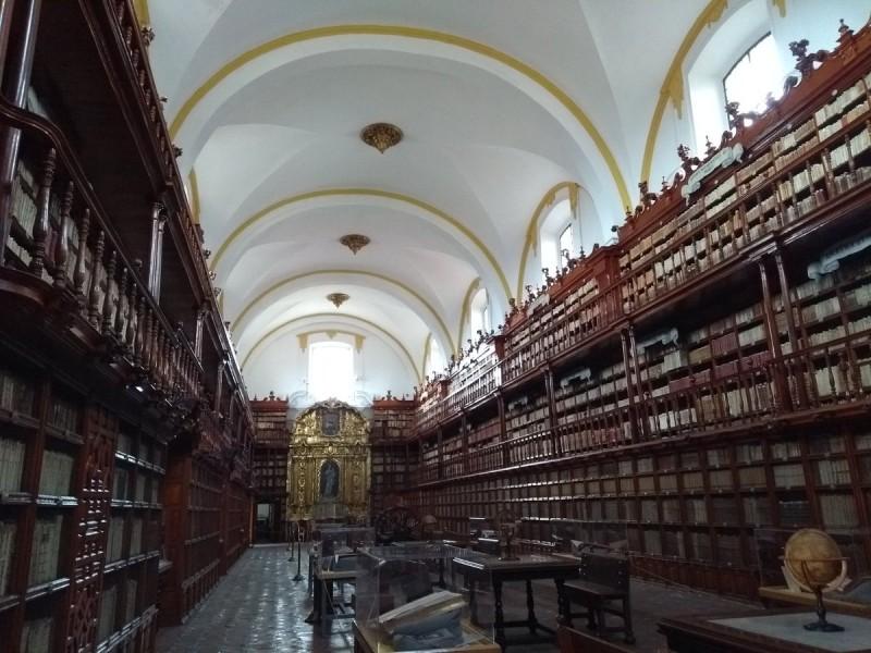 Biblioteca Palafoxiana cumplió 372 años de historia