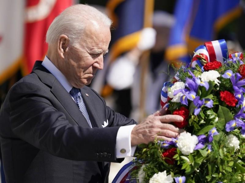 Biden conmemora el Día de los Caídos en Guerras