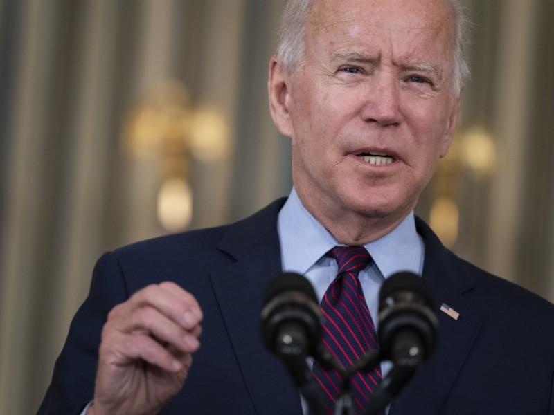 """Biden llama """"imprudentes y peligrosos"""" a los republicanos"""