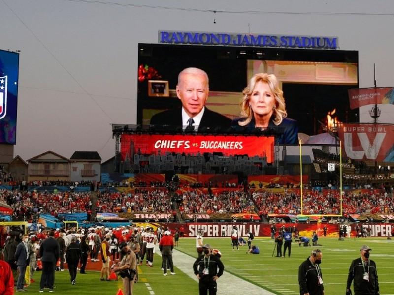 Biden pide momento de silencio por víctimas de Covid-19