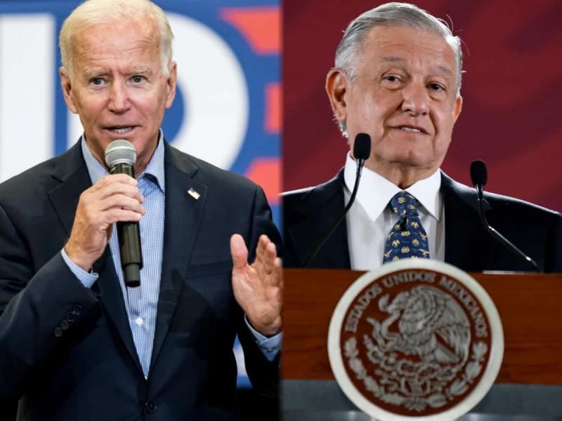 Biden quiere que México reciba a familias migrantes deportadas