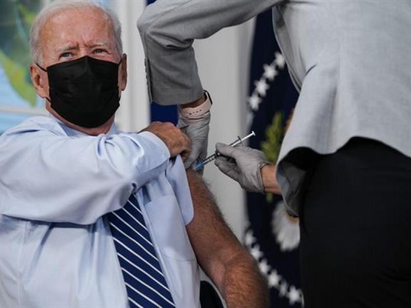 Biden recibe la tercera dosis de la vacuna contra Covid-19