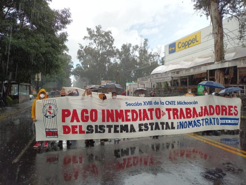 Bloquea CNTE cruce de avenidas Camelinas y Ventura Puente