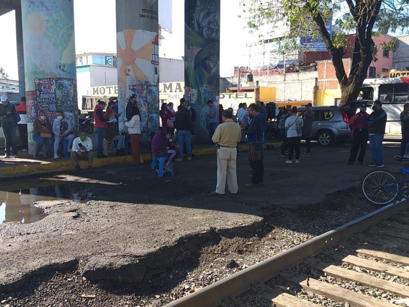 Bloquea CNTE vía férrea en Morelia