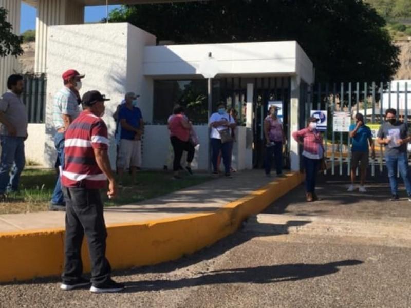 Bloquean acceso a  termoeléctrica en Topolobampo