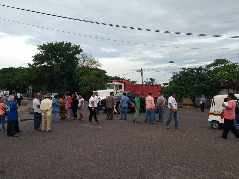 Bloquean accesos de Juchitán