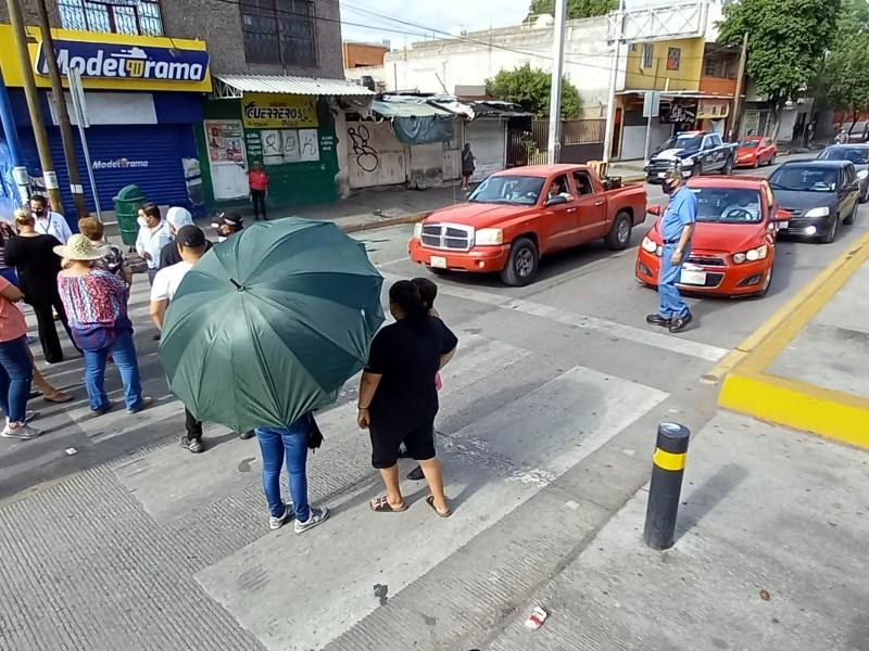 Bloquean bulevar por promesas incumplidas del Simas Torreón