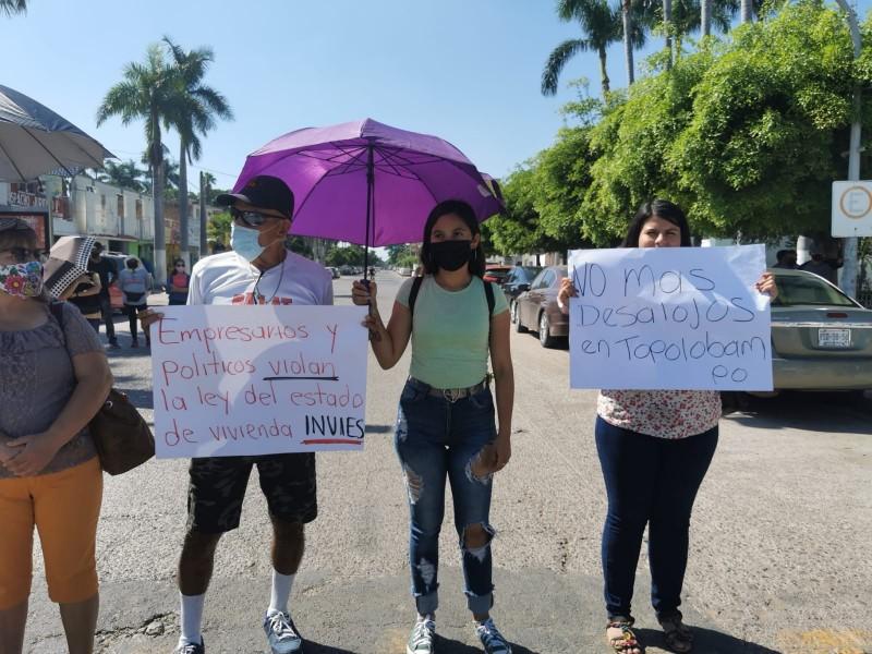 ¡Bloquean calle Degollado!, denuncian abusos de autoridad