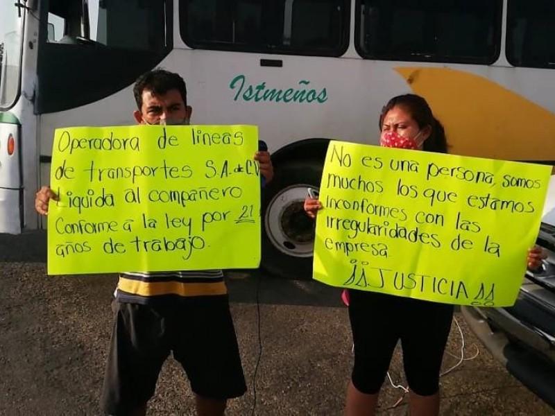 Bloquean carretera en Tehuantepec, denuncian despido injustificado por empresa OLDT