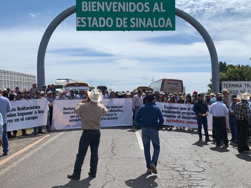 Bloquean carretera entre Sonora y Sinaloa