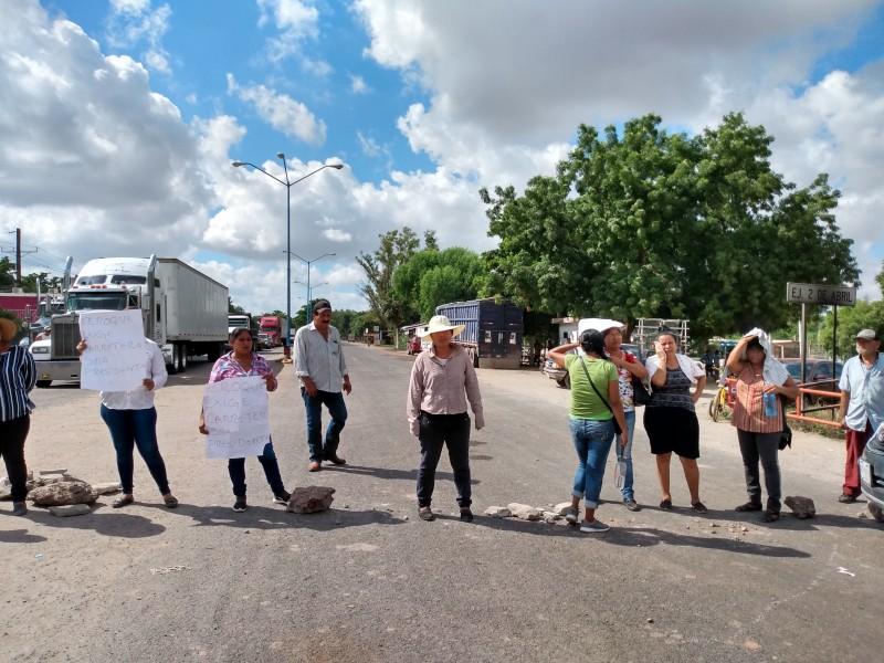 Bloquean carretera LM-El Fuerte